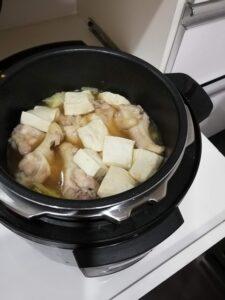 鍋に具を入れたもの
